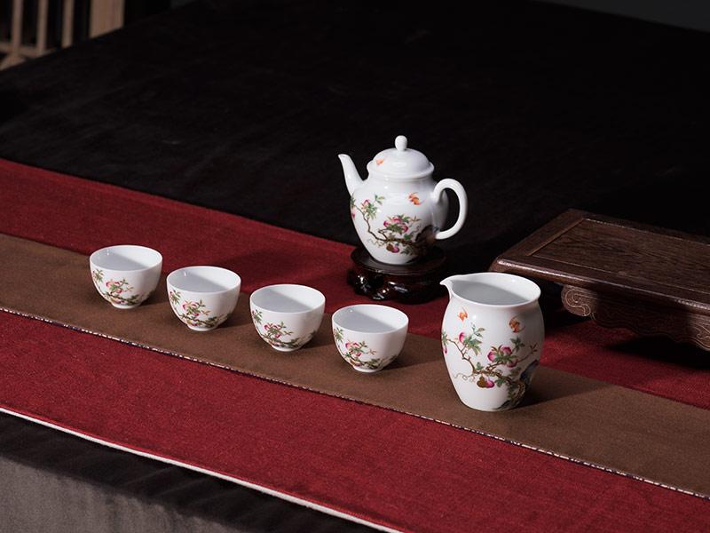 琺瑯彩白瓷花蟲茶具兩套